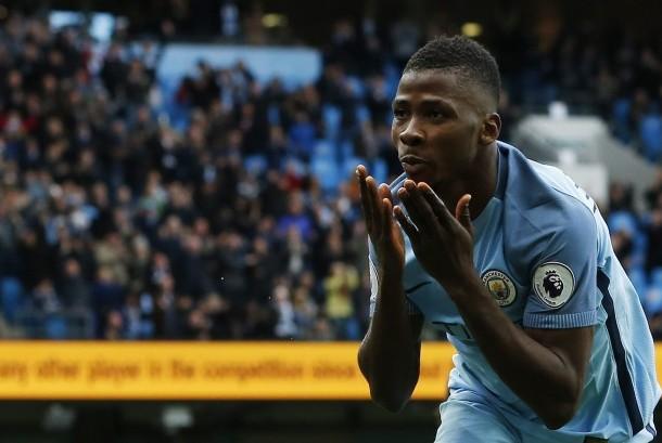 Gelandang Manchester City, Kelechi Iheanacho merayakan golnya ke gawang Southampton pada laga Liga Primer di stadion Etihad, Ahad (23/10). Laga berakhir imbang dengan skor 1-1.