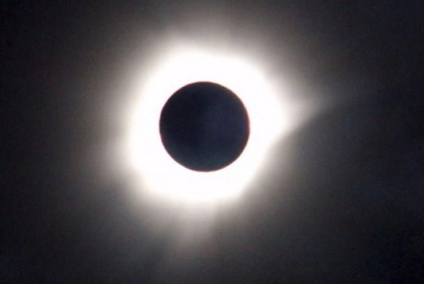 Gerhana Matahari Total.