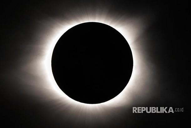 Gerhana matahari total tampak dari sekolah Rabun Gap-Nachooche, Georgia, Amerika Serikat.