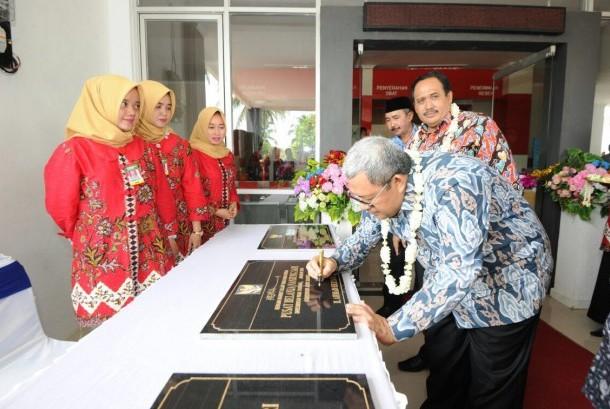 Gubernur Jawa Barat Ahmad Heryawan (Aher) meresmikan Rumah Sakit Umum Daerah (RSUD) Pangandaran di Desa Pananjung Kabupaten Pangandaran, Rabu (17/1).