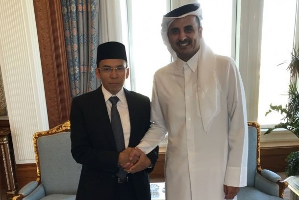 West Nusa Tenggara governor TGH Muhammad Zainul Majdi, also known as Tuan Guru Bajang (TGB) meets with Qatar Emir Syekh Tamim bin Hamad Al-Thani (right) in the Amir Palace, Doha, Qatar, on Sunday (December 10). TGB follows up President Joko Widodo's offer to Syekh Tamim on investment in the Mandalika Special Economic Zone.