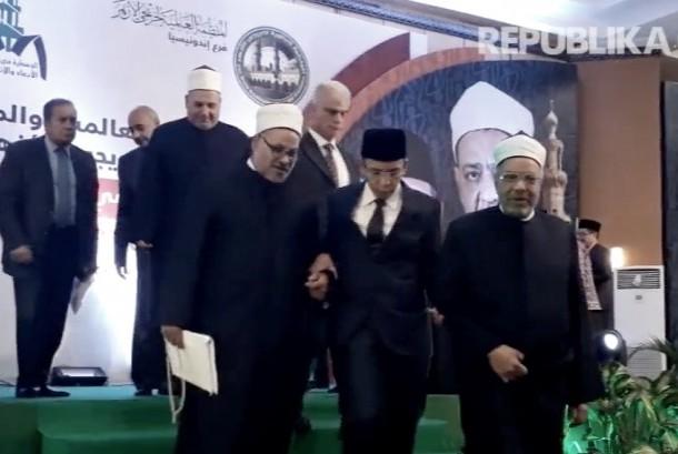 Gubernur Nusa Tenggara Barat, Tuan Guru Haji Muhammad Zainul Majdi di acara konferensi alumni Al Azhar Mesir di Mataram