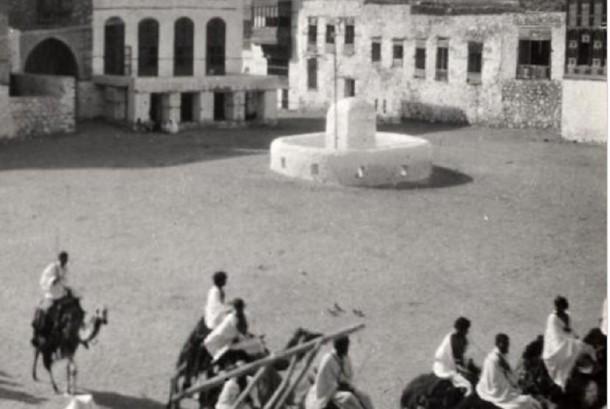Jamaah haji naik unta di kota Makkah pada tahun 1935.