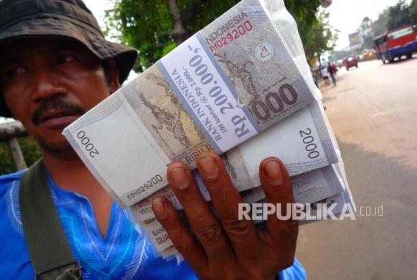 Jasa penukaran uang (ilustrasi)
