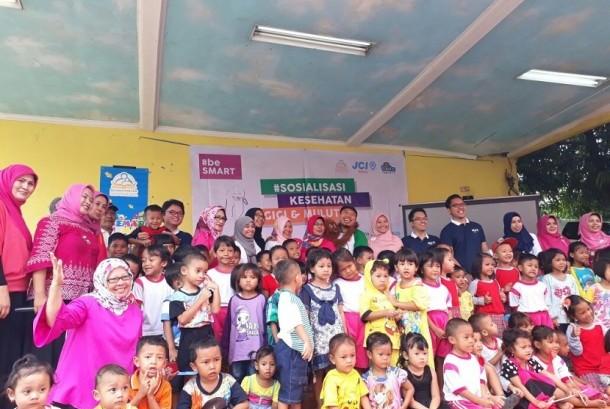 JCI Batavia bekerja sama dengan Fakultas Kedokteran Universitas Indonesia menggelar kegiatan sosialiasi kesehatan gigi dan mulut bersama 150 anak PAUD di wilayah Kramat Jati, Jakarta Timur.