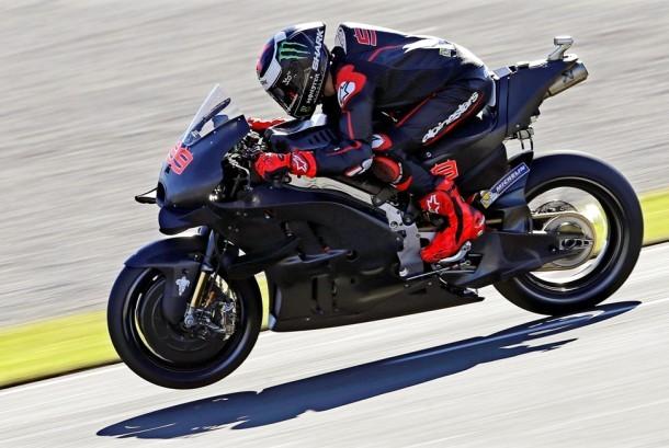 Jorge Lorenzo mengendarai Ducati.