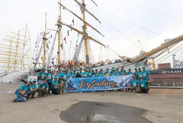 Joy Sailling dengan KRI Dewaruci