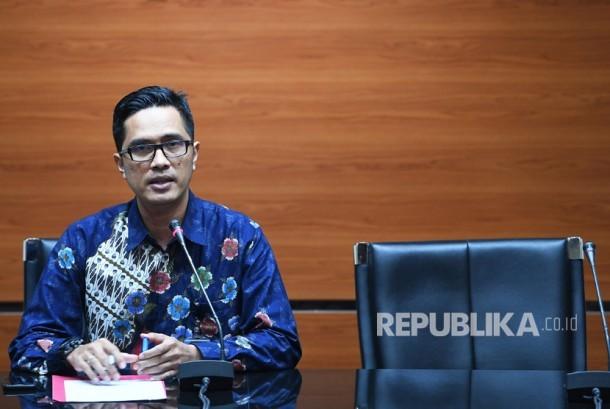 Juru Bicara KPK Febri Diansyah memberikan keterangan terkait penetapan tersangka baru kasus korupsi proyek pengadaan KTP elektronik di Gedung KPK, Jakarta, Rabu (19/7).
