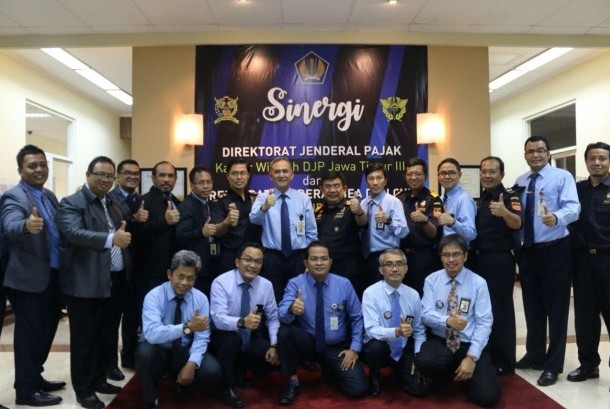 Kantor Wilayah Ditjen Pajak Jawa Timur III dan Kantor Wilayah Bea Cukai Jawa Timur II berkolaborasi melakukan kerja sama demi tarcapainya target penerimaan tahun 2017.