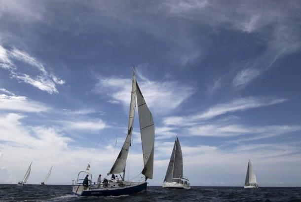 Kapal layar atau yacht (ilustrasi)