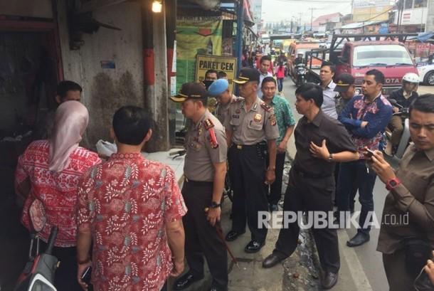 Kapolresta Cimahi AKBP Rusdy Pramana SiK melakukan sidak ke sejumlah pedagang ayam npotong di pasar tradisional.