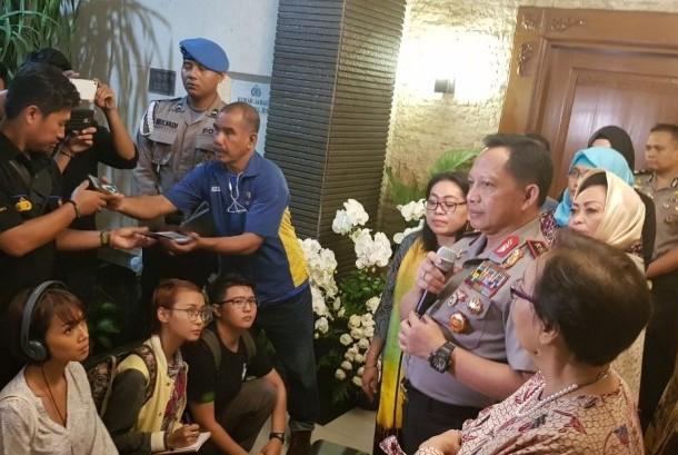 Kapolri Jenderal Tito Karnavian memberikan klarifikasi atas pemberitaan terkait ucapannya di media daring BBC soal wawancara pada korban pemerkosaan di rumah dinasnya di Trunojoyo, Jakarta Selatan, Senin petang (23/10).