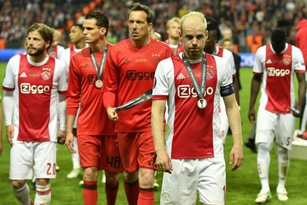 Kapten Ajax Amsterdam, Davy Klaassen (kanan depan).