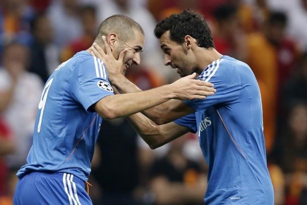 Karim Benzema dengan rekan setimnya, Alvaro Arbeola, merayakan gol ke gawang Galatasaray pada laga Liga Chamopns 2013.