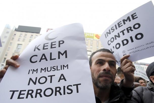 Kaum Muslim Italia menggelar aksi berjudul 'Not in My Name' yang mengatakan teror di Paris terjadi bukan atas nama umat Muslim. Dan, Islam adalah agama perdamaian.