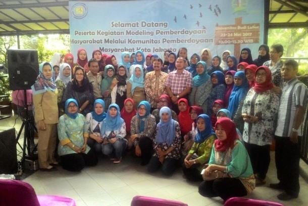 Kegiatan modeling pemberdayaan masyarakat melalui Komunitas Pemberdayaan Masyarakat Kota Jakarta di RPTRA dengan mengunjungi New Bank Sampah Universitas Budi Luhur