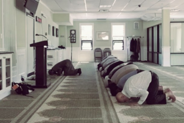 Kegiatan shalat di Masjid New York