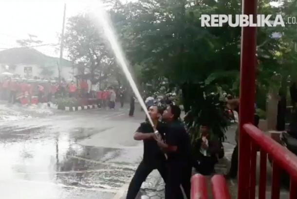 Kegiatan simulasi antisipasi kebakaran di RS PKU Muhammadiyah, Surakarta