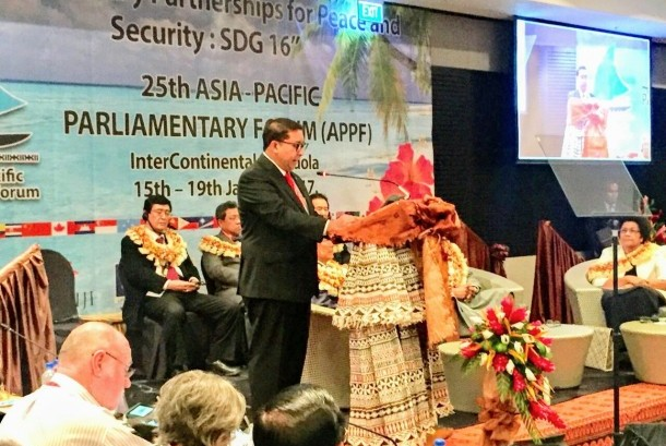 Ketua Delegasi Indonesia yang juga Wakil Ketua DPR RI, Fadli Zon, memberikan pidato dalam Pertemuan Tahunan ke-25 APPF (Asia-Pacific Parliamentary Forum) di Natadola, Republik Fiji, 15-19 Januari 2017.