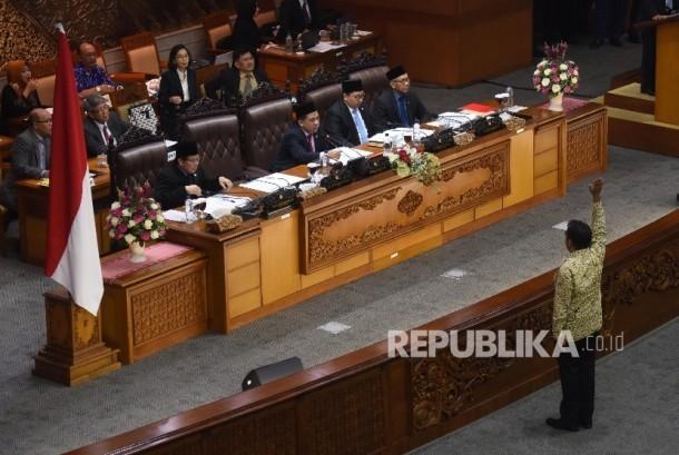 Rapat Paripurna penyetujuan hak angket DPR terhadap KPK.