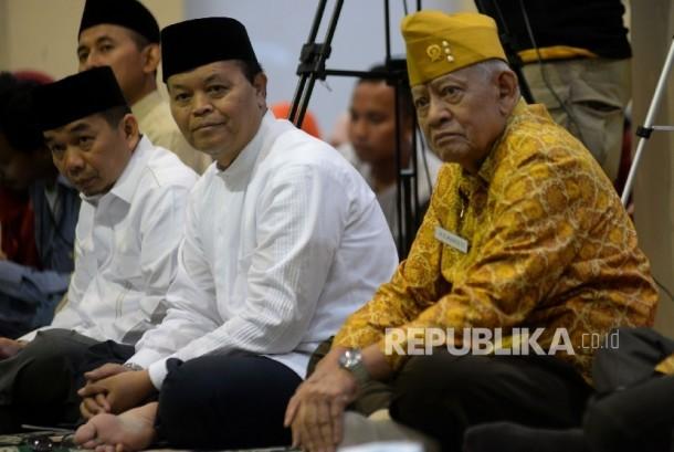 Ketua Fraksi PKS DPR Jazuli Juwani (kiri) dan Wakil Ketua Majelis Syuro PKS Hidayat Nur Wahid hadir pada acara Tasyakuran 74 Tahun Hijriyah Proklamasi kemerdekaan Indonesia 9 Ramadhan 1364 H di Kantor DPP PKS, Jakarta, Ahad (4/6).