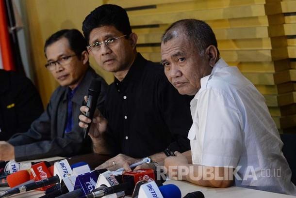 Ketua KPK Agus Rahardjo (kanan).