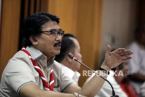 Ketua Kwarnas Gerakan Pramuka Adhyaksa Dault saat memberikan keterangan pers di Kantor Kwarnas Gerakan Pramuka, Jakarta, Rabu (29/3).