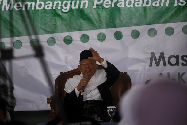 Ketua MUI KH Ma'ruf Amin berpidato di Ponpes Alkhariyah saat tabligh akbar, di Citangkil, Cilegon, Banten, Jumat (7/4).