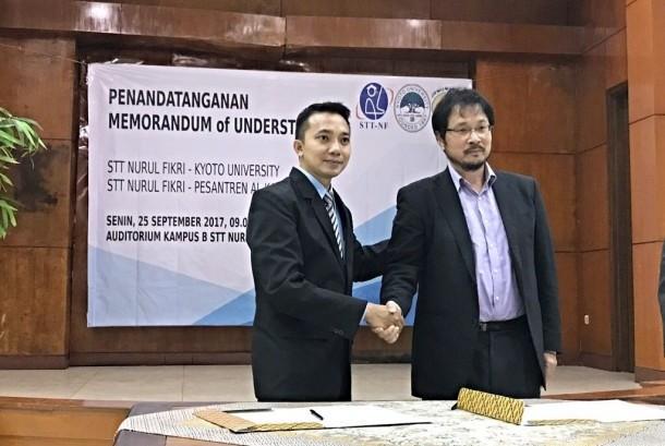 Ketua STT NFLukman Rosyidi (kiri) dan Kepala Laboratorium Physical Statistic dari Universitas Kyoto Prof Ken Umeno.