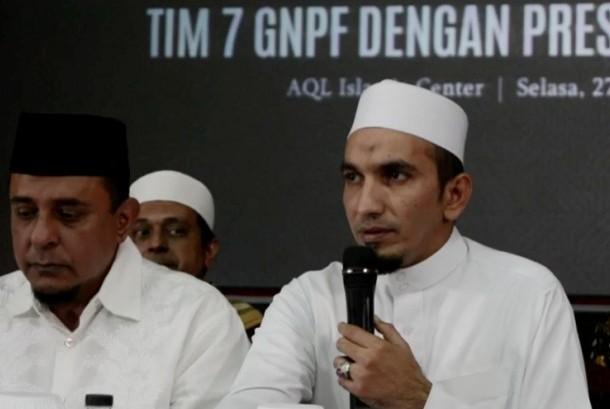 Ketua Umum Front Pembela Islam KH Ahmad Sobri Lubis (kanan).