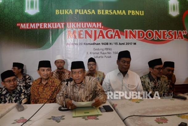Ketua Umum Pengurus Besar Nahdlatul Ulama (PBNU) KH Said Aqil Siroj (tengah) bersama pengurus PBNU memberikan keterangan pers tentang kebijakan Full Day School (FDS), Jakarta (Ilustrasi)