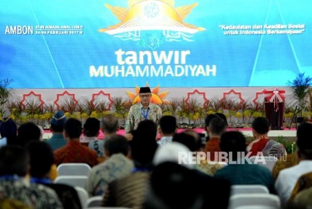 Ketua Umum PP Muhammdiyah Haedar Nashir usai memberikan iftitah pada Penutupan Tanwir Muhammadiyah di Islamic Center, Ambon, Maluku, Ahad (26/2).