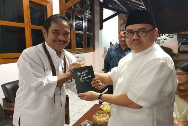 Ki Enthus (kiri) dan Sudirman Said.