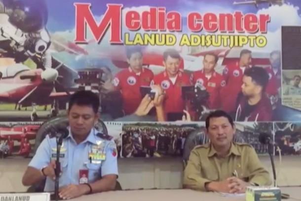Komandan Pangkalan Udara (Danlanud) Adisutjipto Marsekal Pertama (Marsma) TNI Novyan Samyoga (KIri)