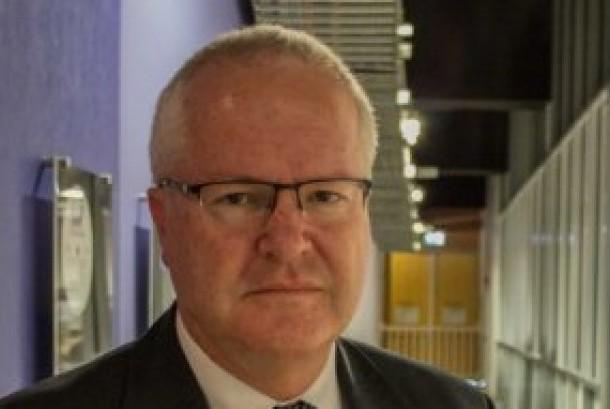Komisaris Polisi Australia Barat (WA), Chris Dawson memilih bercukur, tapi memilih memperlonggar aturan larangan berjenggot bagi anak buahnya.