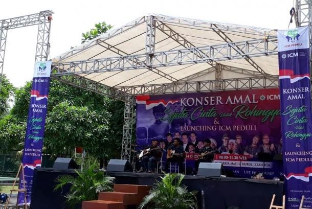 Komunitas pecinta musik Republika, Republikustik meriahkan konser amal Rohingya Yayasan Insan Cendekia Madani (ICM), Serpong, Sabtu (14/10).