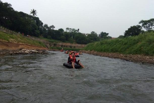 Komunitas Tjondet Kita siapkan tubing massal di Susur Sungai Ciliwung 2017