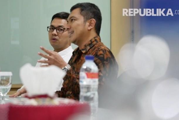 Koordinator bidang Pengelolaan Struktur dan Sistem Penyiaran KPI Agung Suprio (kanan)