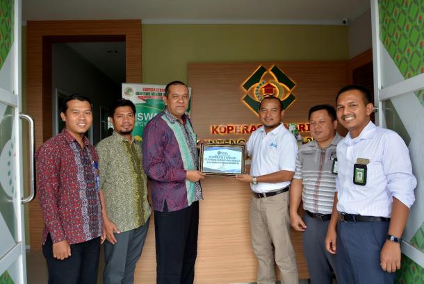 Kopsyah BMI serahkan bantuan Donasi Cinta untuk Rohingya melalui PKPU Human Initiative.