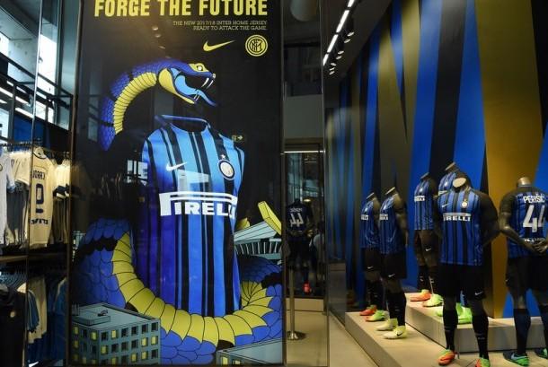 Kostum kandang baru Inter Milan musim 2017/2018.