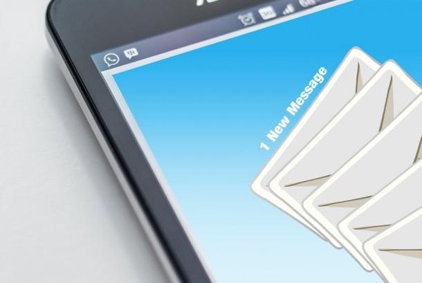 Kotak surat elektronik atau email.