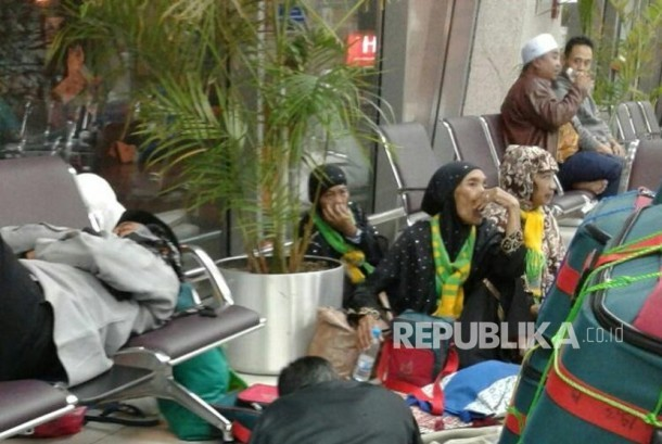 KUH KJRI Evakuasi 21 Jemaah Umrah Terlantar di Bandara Jeddah