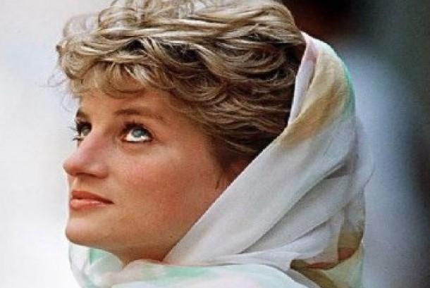 Lady Diana kerap tampil berkerudung saat melakukan kegiatan amal di tengah komunitas Muslim. Di akhir hidupnya, ia menjalin percintaan dengan seorang Muslim, Dodi Al Fayed