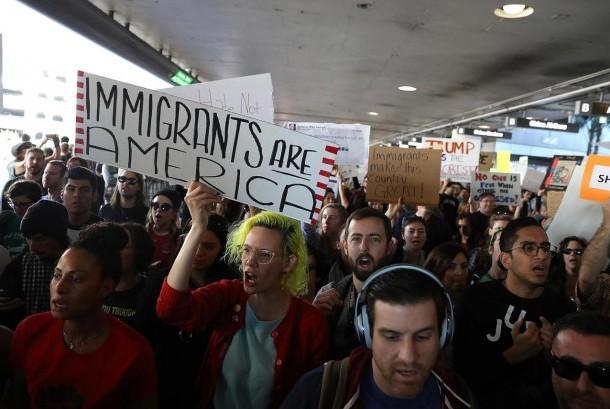 Larangan masukanya wisatawa Muslim dari Donald Trump memicu protes besar-besaran di seluruh Amerika Serikat