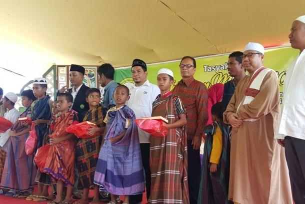 Laznas LMI dan Mualaf Center Indonesia bersama Pesantren Assalam Arya Kemuninh menggelar khitan mualaf massal