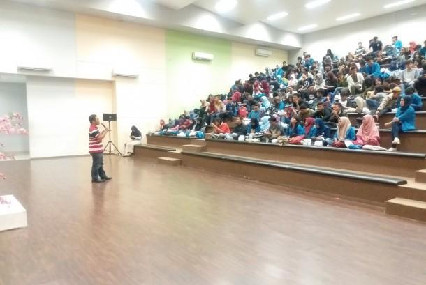 Mahasiswa AMIK BSI Bekasi mengikuti seminar teknologi bertemakan startup dan IT.preneur.