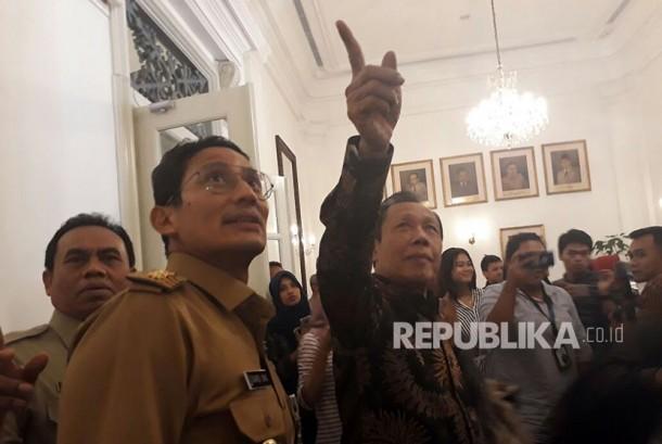 Mantan Gubernur DKI Jakarta Sutiyoso bertemu Wakil Gubernur Sandiaga Uno di Gedung Balai Kota, Gambir, Jakarta Pusat, Selasa (21/11).