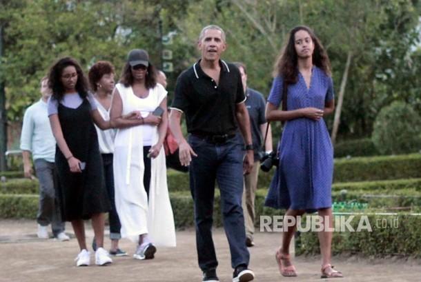Mantan Presiden Amerika Serikat Barack Obama dan keluarga mengunjungi objek wisata candi Borobudur, Magelang, Jawa Tengah, Rabu (28/7).