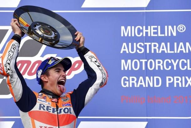 Marc Marquez setelah menerima trofi pada MotoGP Australia di Sirkuit Phillip Island  , Australia,