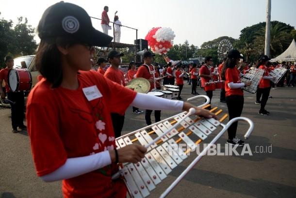 Marching band memeriahkan aksi gerakan Cinta Bangsa dan Pancasila di Taman Pandang Istana, Jakarta, Sabtu (20/5).